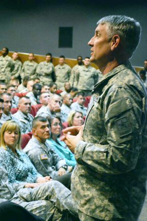 SMA Chandler speaks to Soldiers
